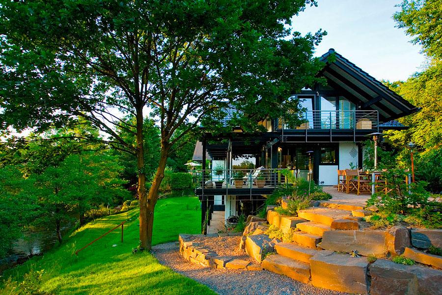 Case in legno in collina e montagna flock haus switzerland for Haus case in legno