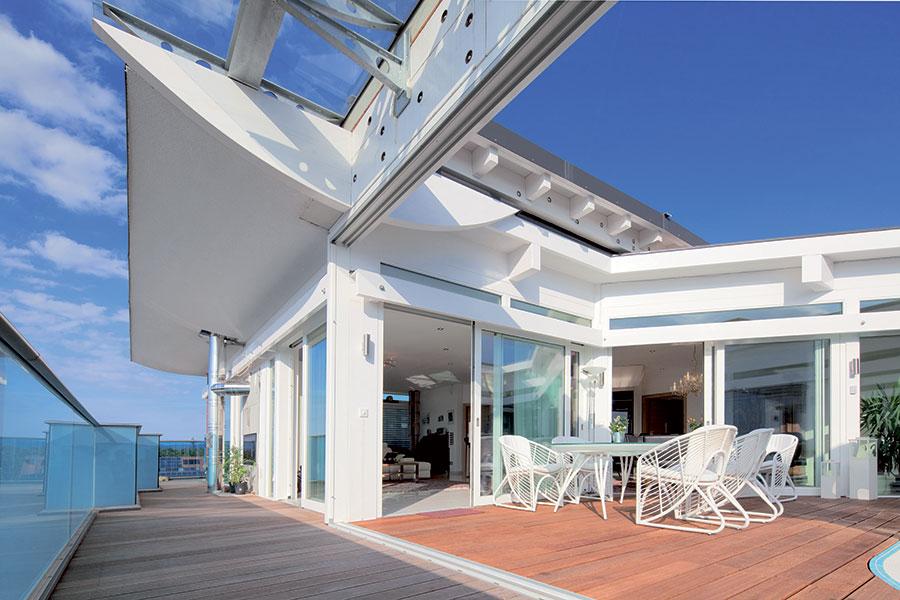 Costruire casa in legno e vetro in Canton Ticino