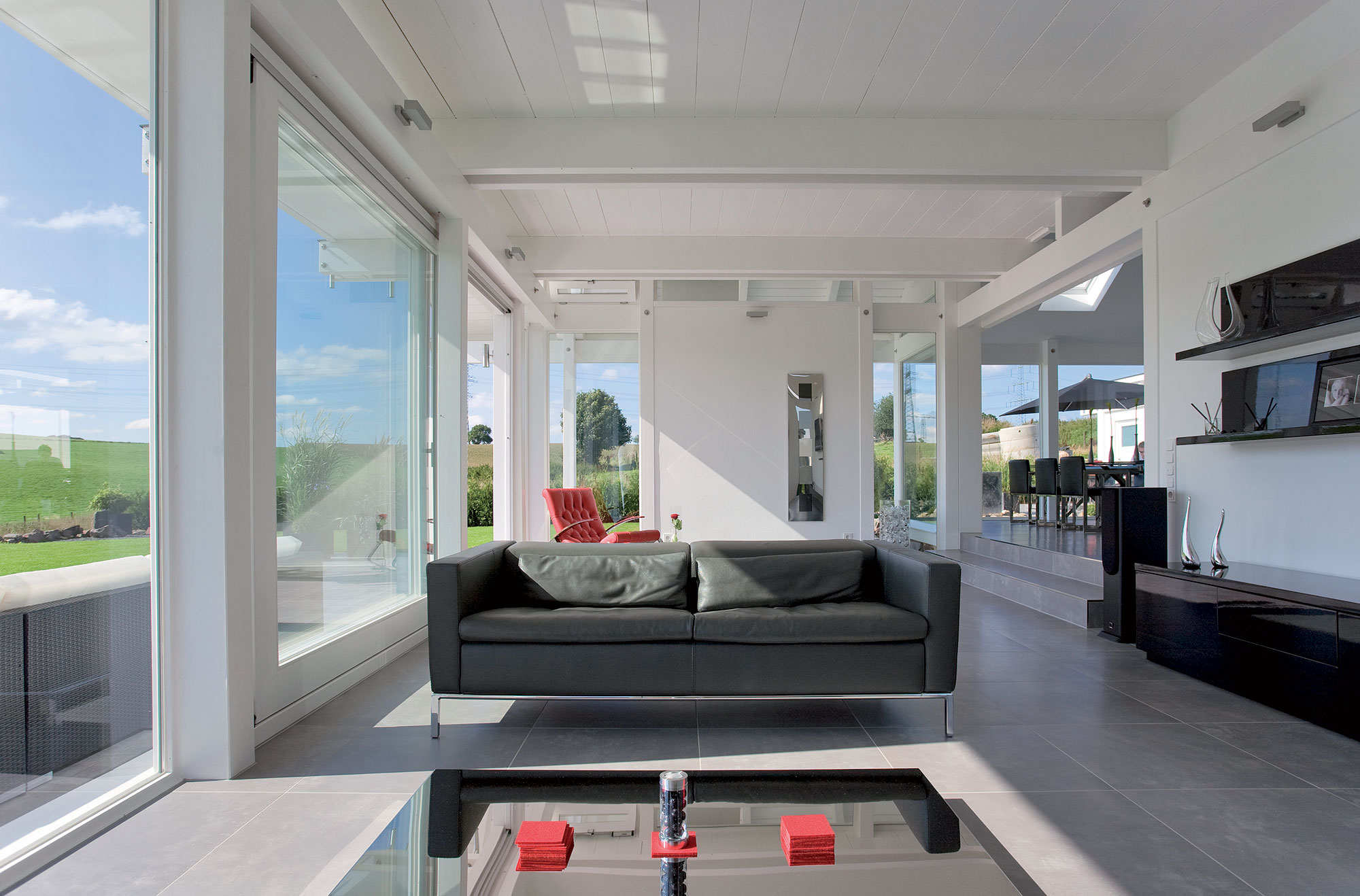 Come arredare una casa di pregio in legno e vetro ecco i for Casa di vetro contemporanea